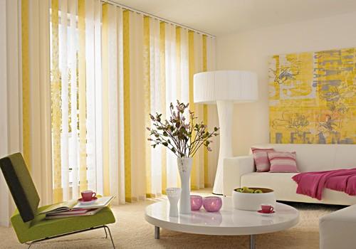 Sonnenschutzkombination in weiß und gelb.
